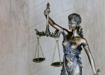 Projekt: Rechtsschutz stärken. Juristische Unterstützung für Migrant*innen